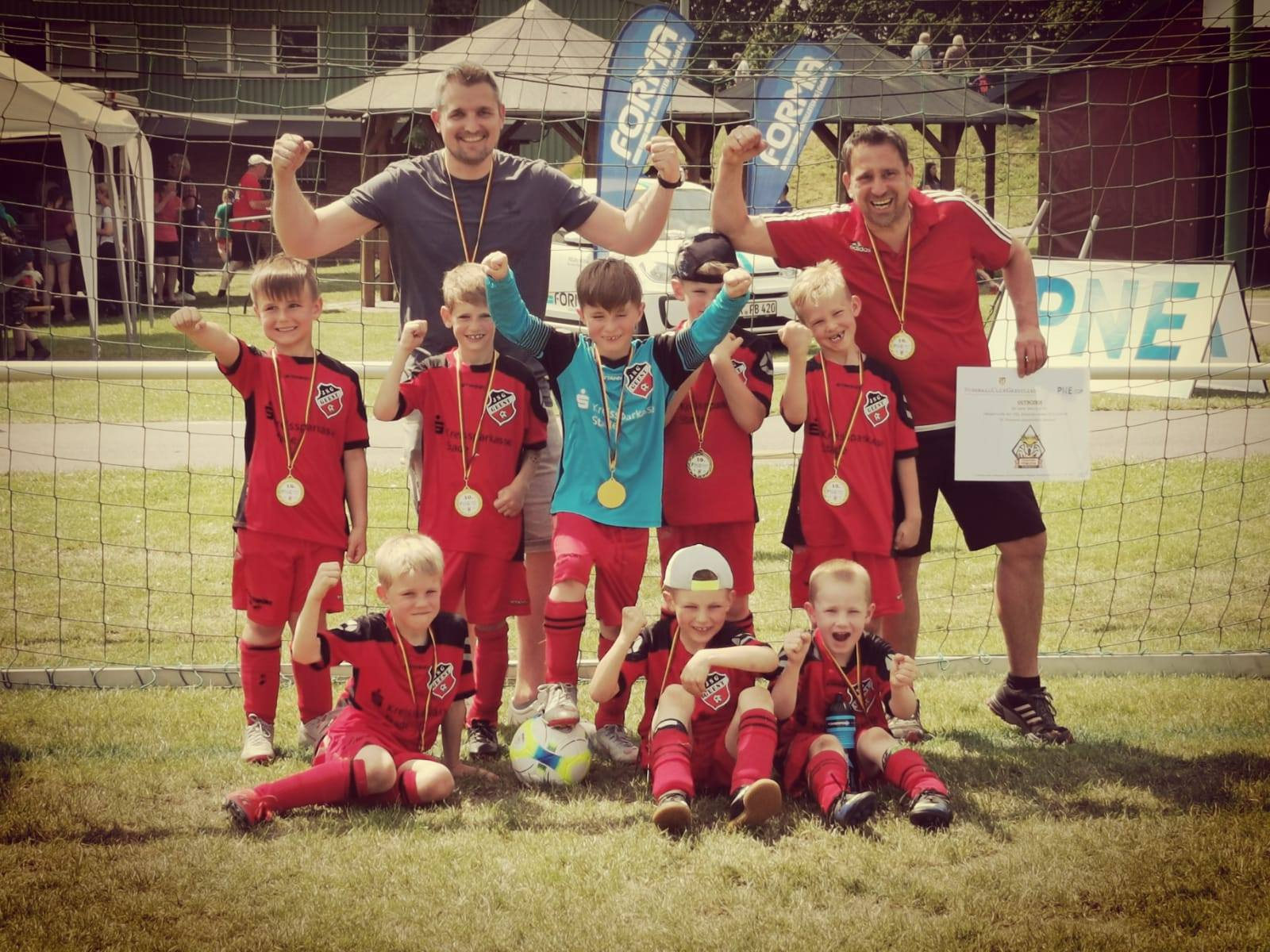 Die G-U7 der JSG Geest gewinnt auch den PNE Cup des FC Geestland!